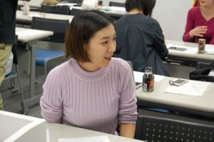 3期卒の露木は、第6期のアシスタント講師を担当。授業によってはマンツーマンで指導することもあります。